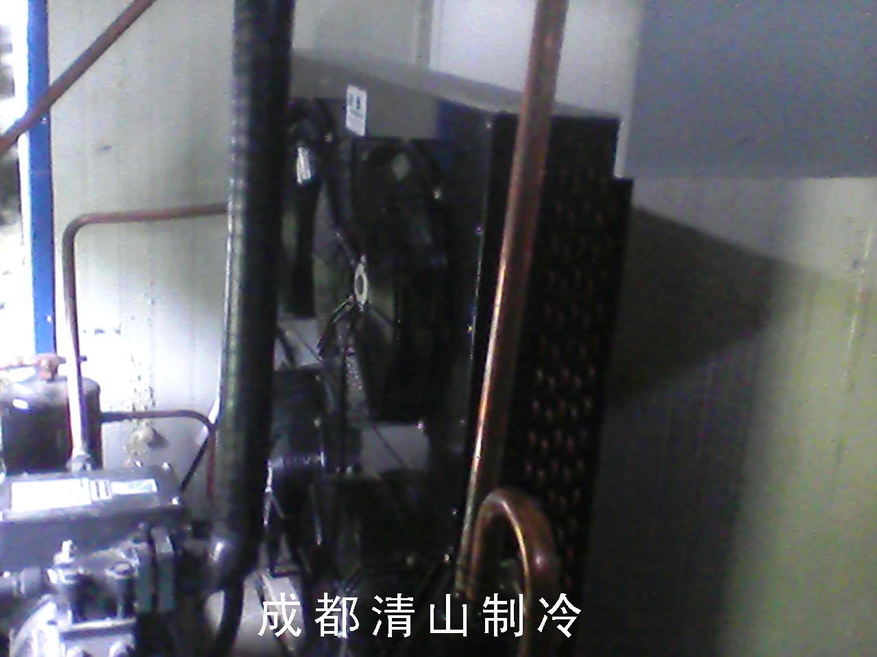 保鲜冷库采用无霜速冻制冷方式,配置名牌压缩机及制冷配件,采用自动化